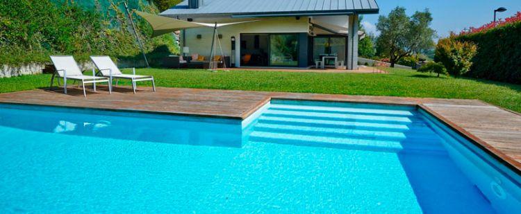¿Veranear sin salir de la ciudad? Encuentra tu arriendo de casa con piscina